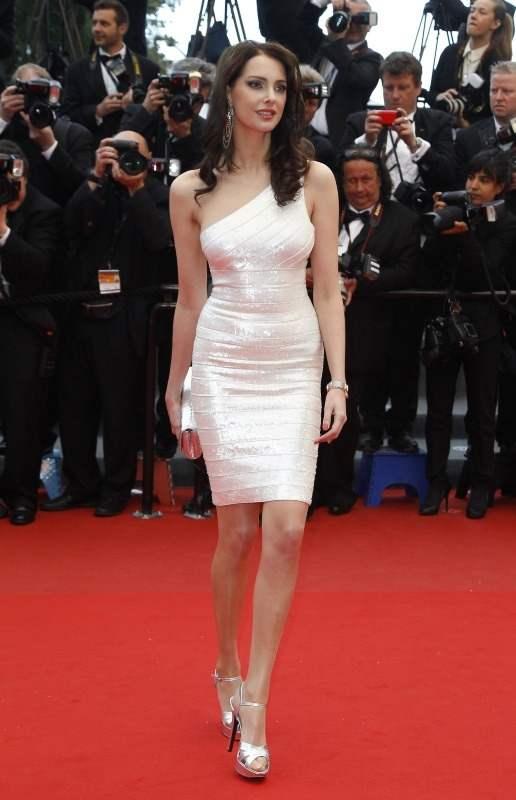 Julie Ferrier en sublime robe de soirée courte