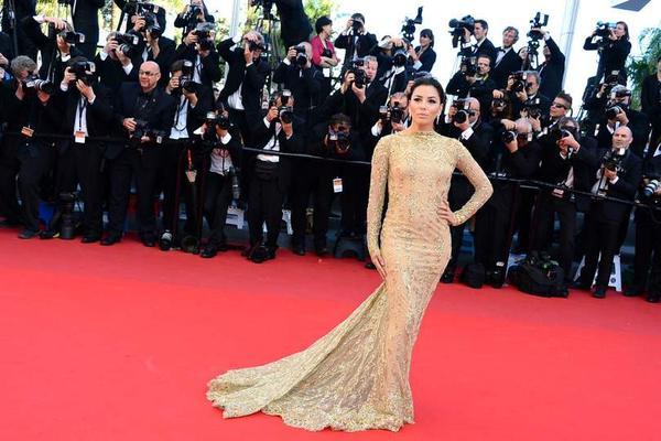 Une robe de soirée dorée de ZUHAIR Murad pour Eva Longoria